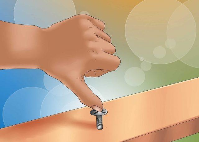 Можете попытаться выкрутить винт ногтем