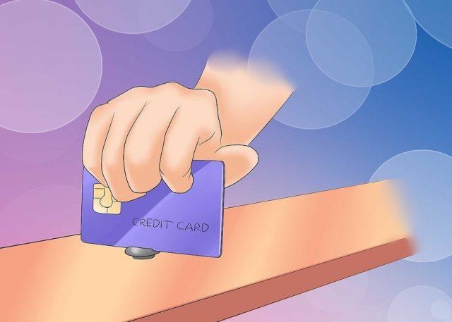Шуруп выкручивается кредитной карточкой