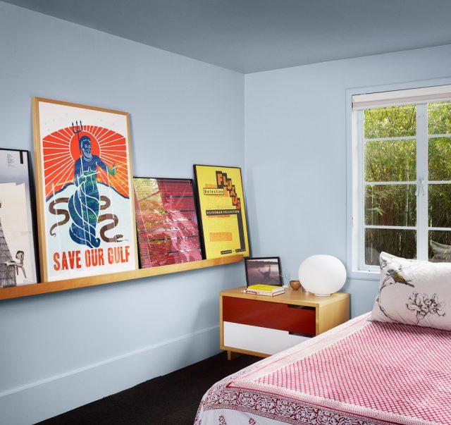 Тумбочка прямоугольной формы для комнаты подростка