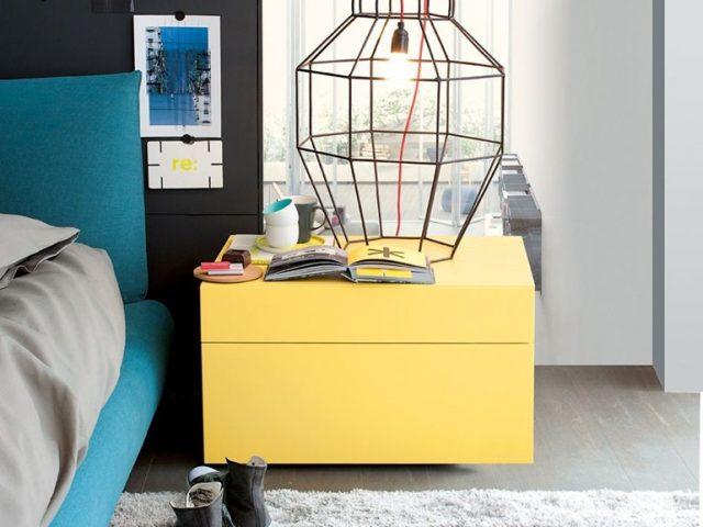 Желтая прикроватная тумба
