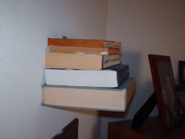 Как сделать невидимую книжную полку