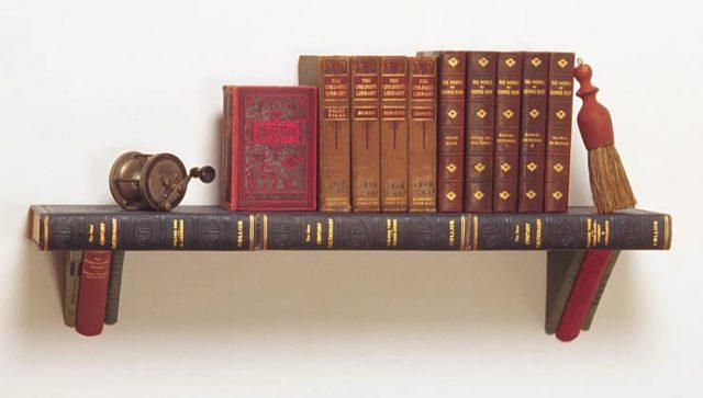 Книжная полка из книг