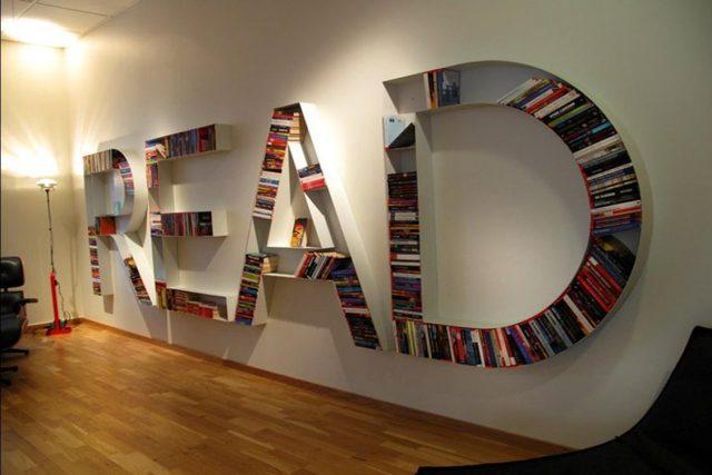 Книжные полки в виде букв