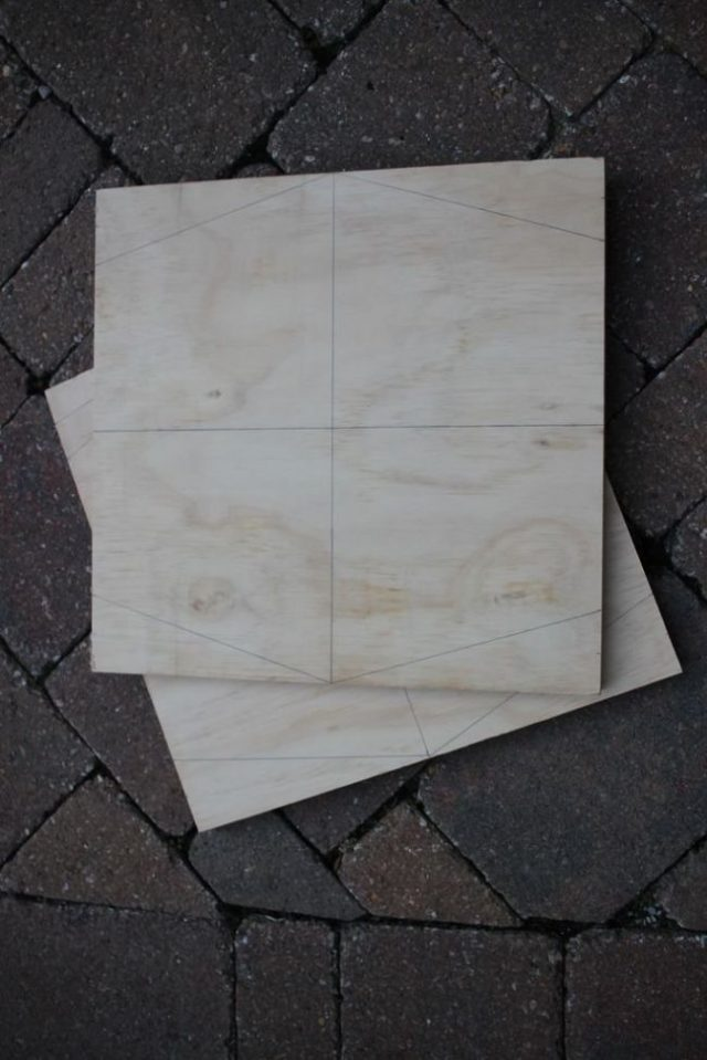 На получившихся квадратах нарисованы шестиугольники