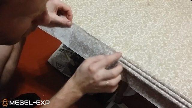 Приклеивается кусок салфетки