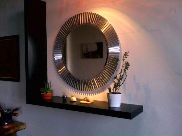 Самодельное зеркало с металлической рамой