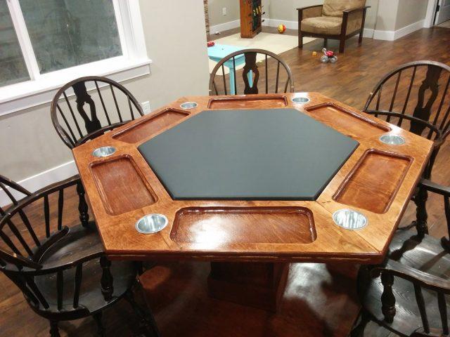 Собранный покерный стол