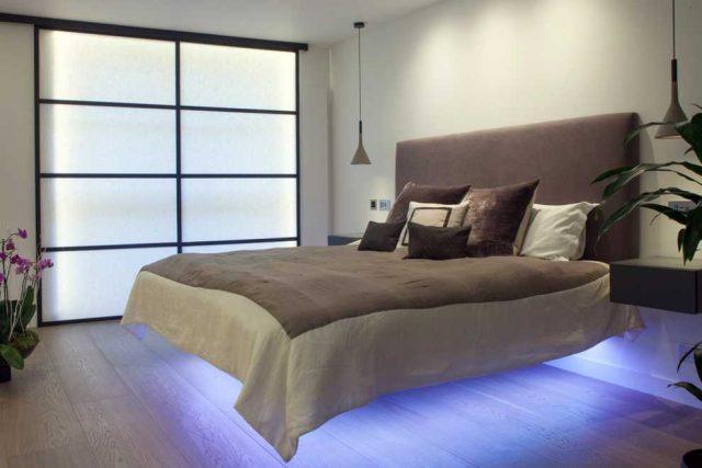 Парящая кровать в квартире-студии