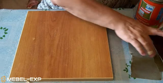 Sidenie-tabureta-snyato-s-nozhek-640x329 Декупаж мебели фото до и после.Техника декупажа мастер класс. Декупаж мебели для начинающих, пошагово, салфетками, тканью, обоями, красками, в стиле прованс. Все для декупажа с Алиэкспресс